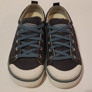 KEEN Coronado Canvas Sneakers size 6.5